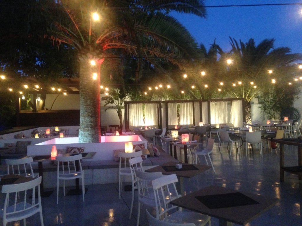 la-belle-ibiza-restaurant-courtyard-travel-highlife