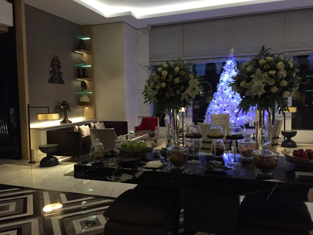 keraton-plaza-hotel-luxury-collection-jakarta-lobby-bar-travel-highlife