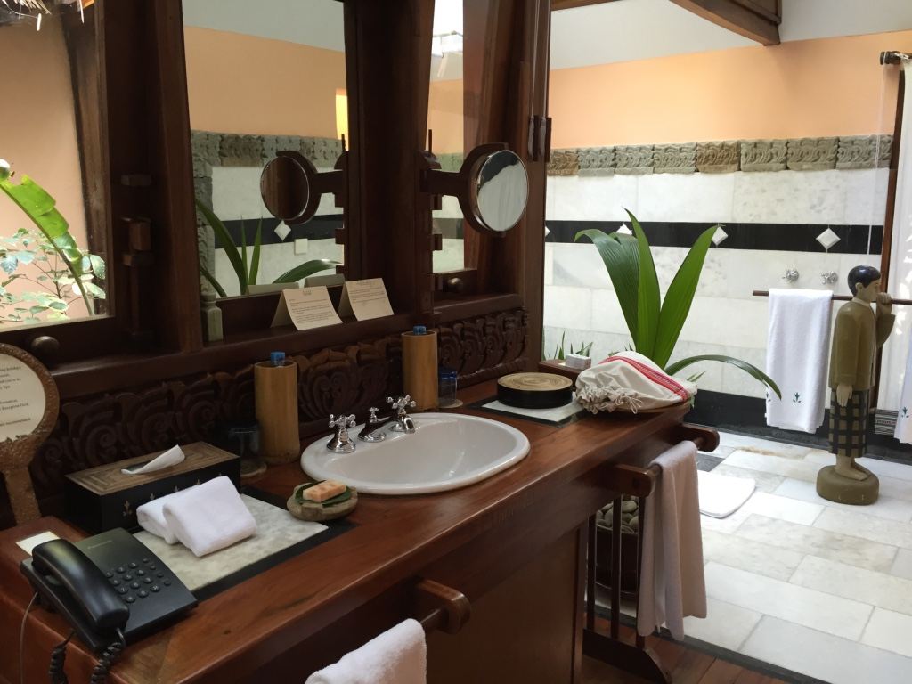 sandoway-resort-ngapali-beach-myanmar-bathroom-travel-highlife