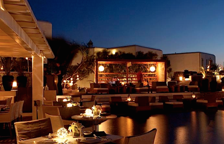 matsuhisa-restaurant-mykonos-pool-setting-travel-highlife