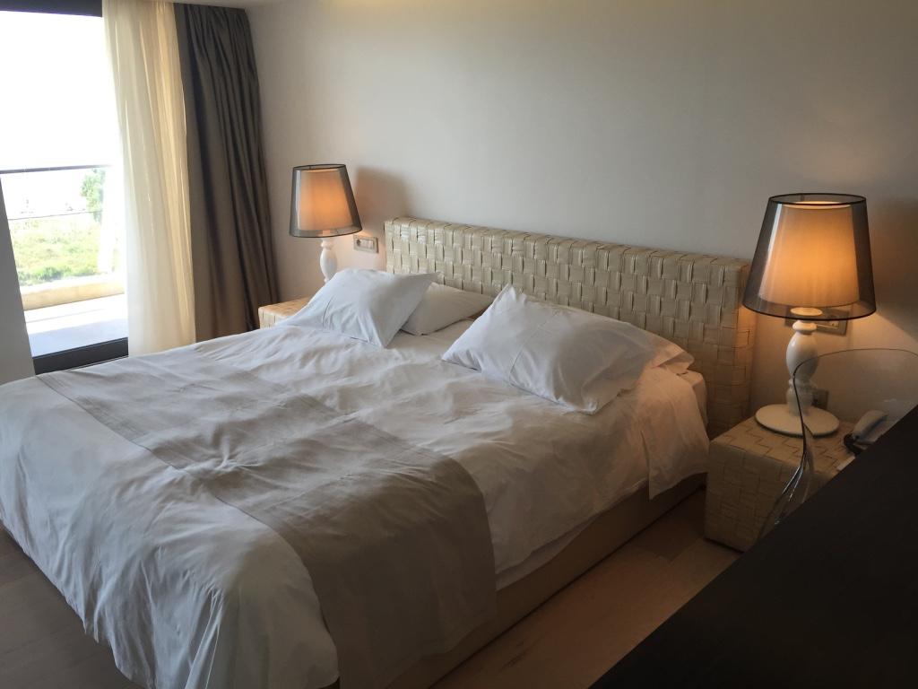 aqua-blu-resort-kos-room-bed-travel-highlife