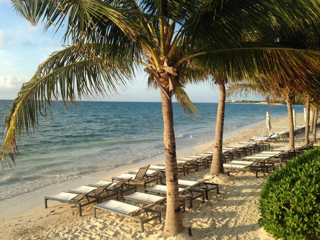 blue-diamond-riviera-maya-resort-playa-del-carmen-sunloungers-travel-highlife