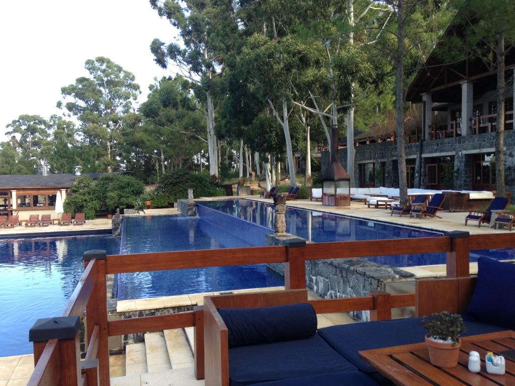 four-seasons-hotel-carmelo-outdoor-pool-travel-highlife