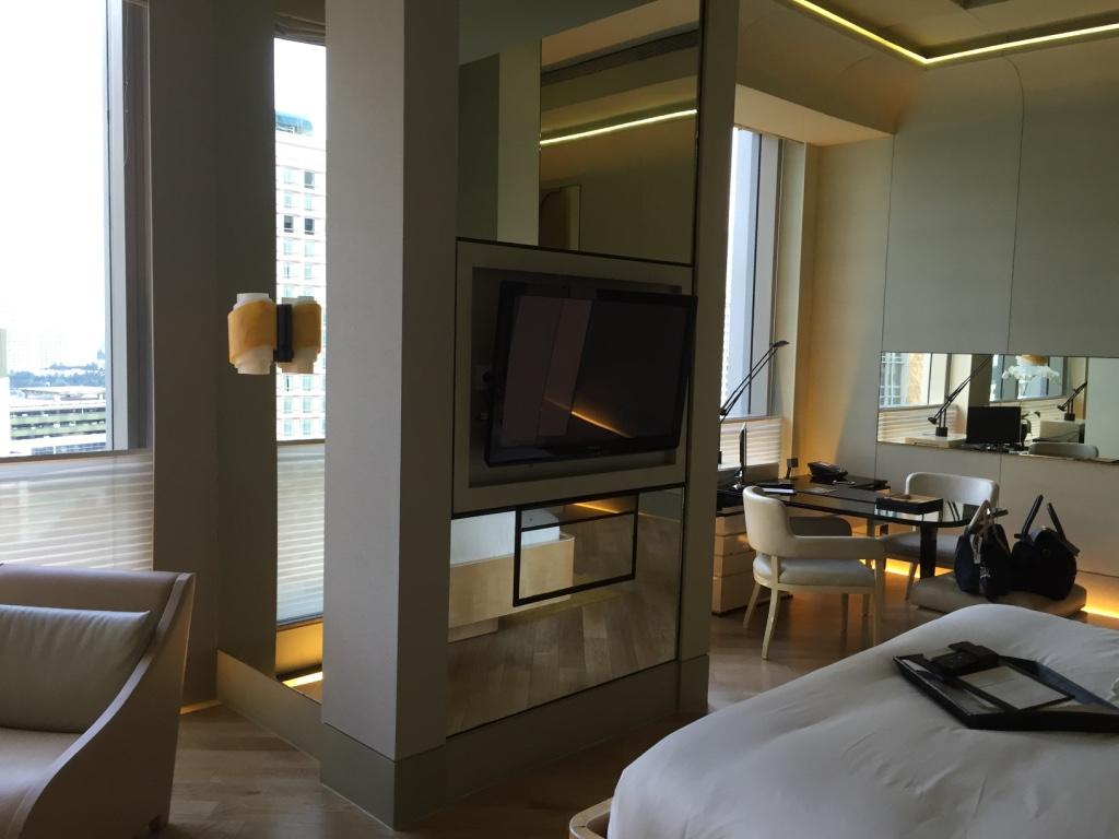keraton-plaza-hotel-luxury-collection-reverse-bedroom-travel-highlife