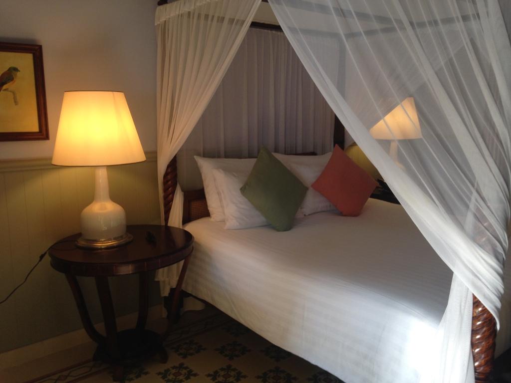 la-veranda-resort-hotel-phu-quoc-bedroom-travel-highlife