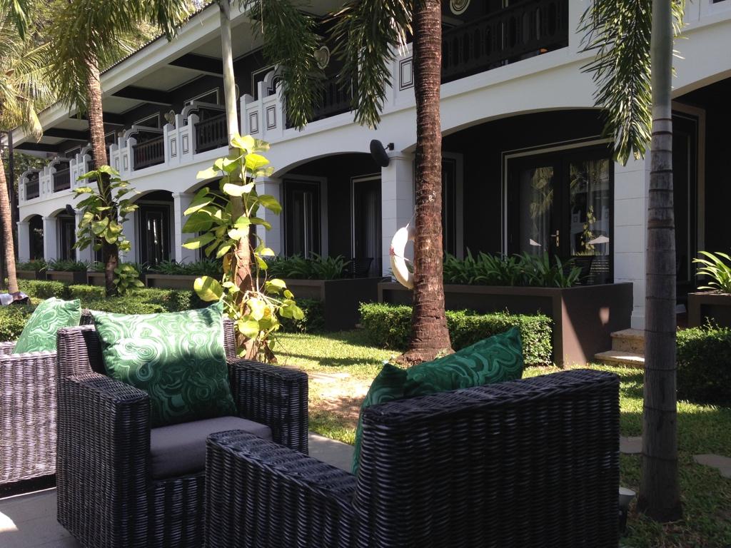 shinta-mani-resort-siem-reap-outdoor-lounge-travel-highlife