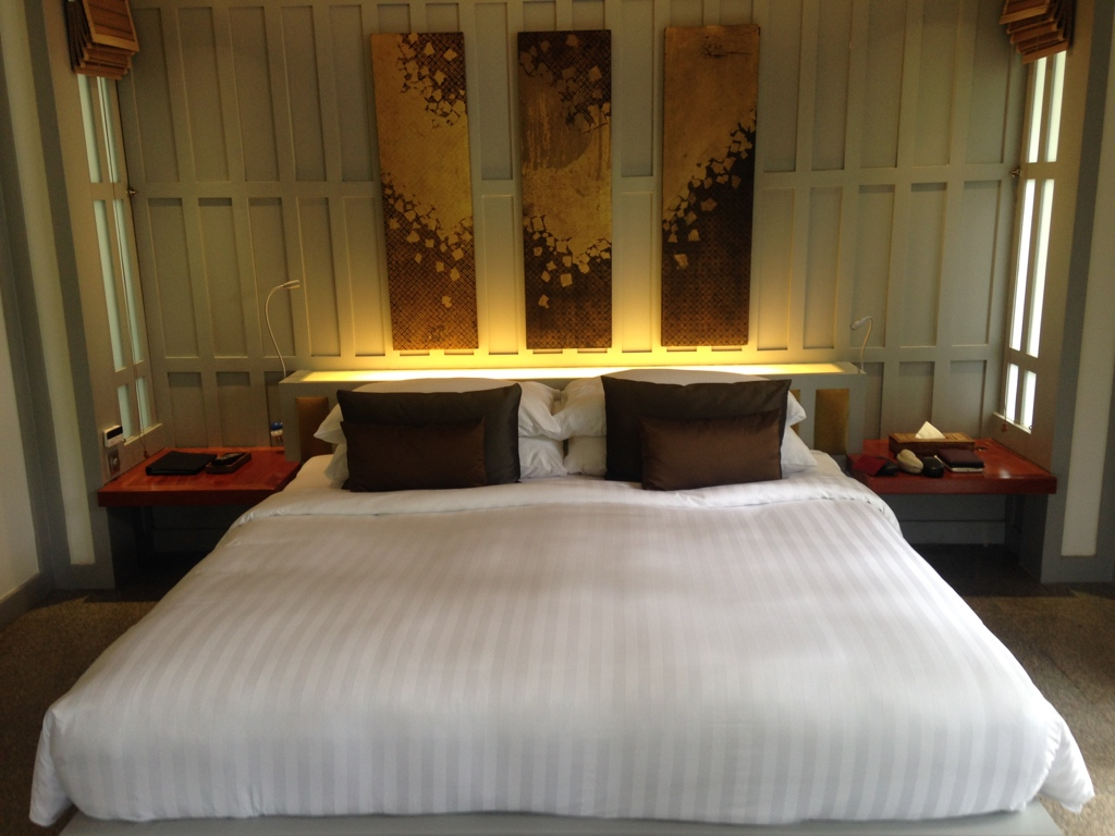 the-surin-resort-hotel-phuket-cottage-bedroom-travel-highlife
