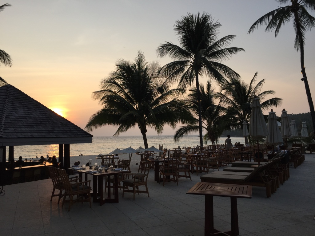 the-surin-resort-hotel-phuket-pool-bar-travel-highlife