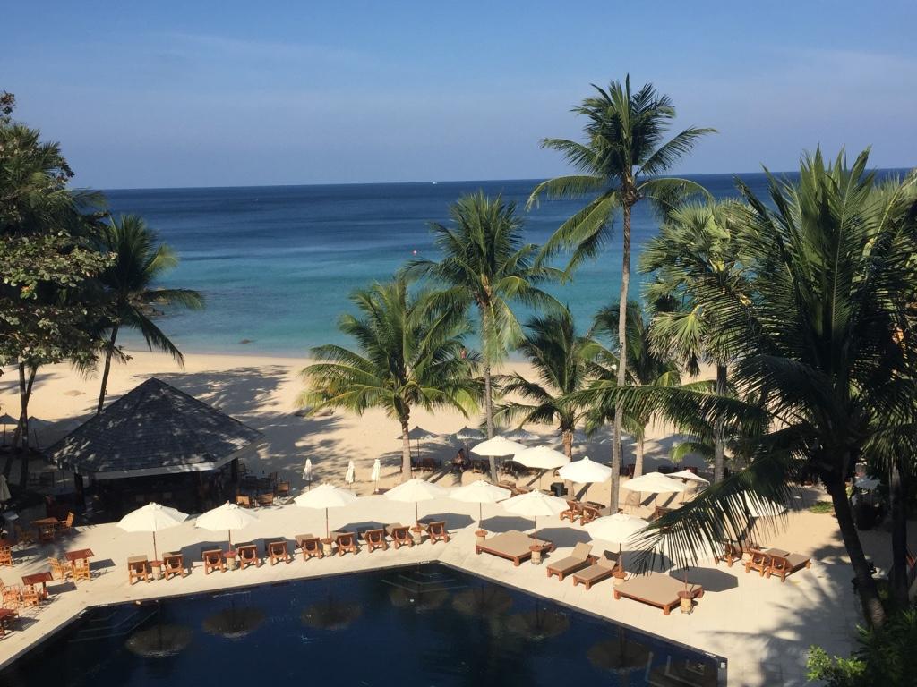 the-surin-resort-hotel-phuket-pool-beach-panorama-travel-highlife
