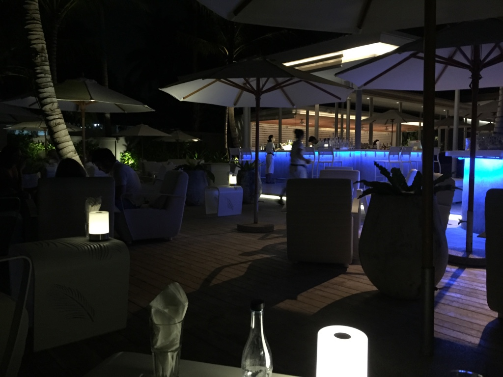 twin-palms-restaurant-phuket-bar-area-travel-highlife