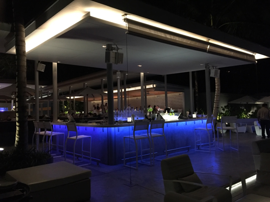 twin-palms-restaurant-phuket-central-bar-area-travel-highlife